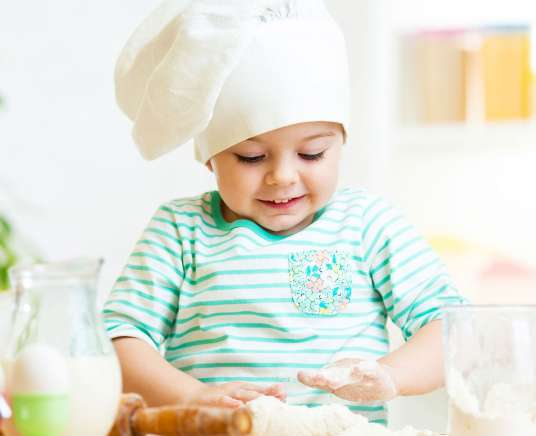 Little cook. Cooking pastries
